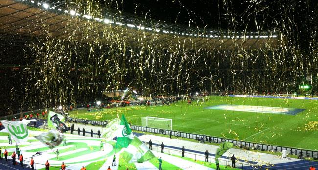 VfL Wolfsburg Fans im Olympiastadion Berlin