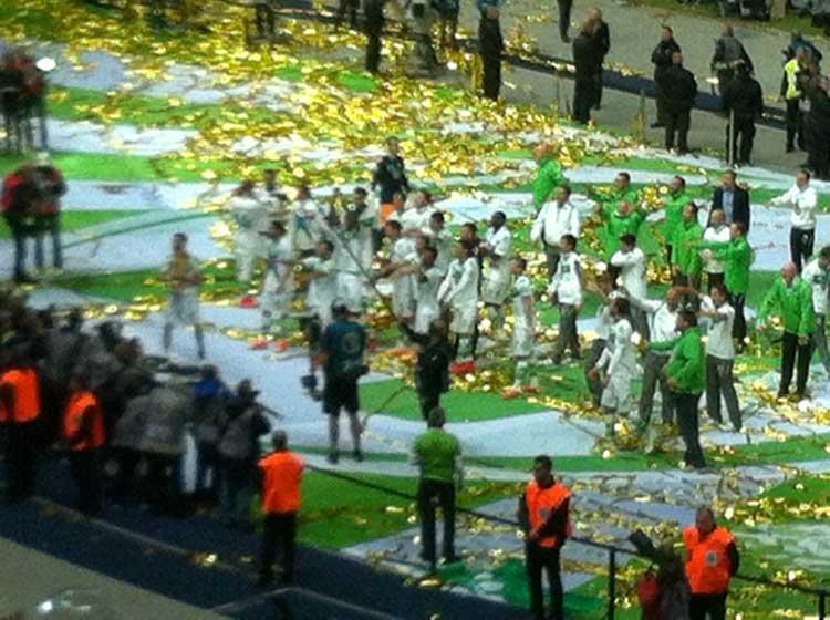 VfL Wolfsburg feiert den DFB-Pokalsieg mit den Fans