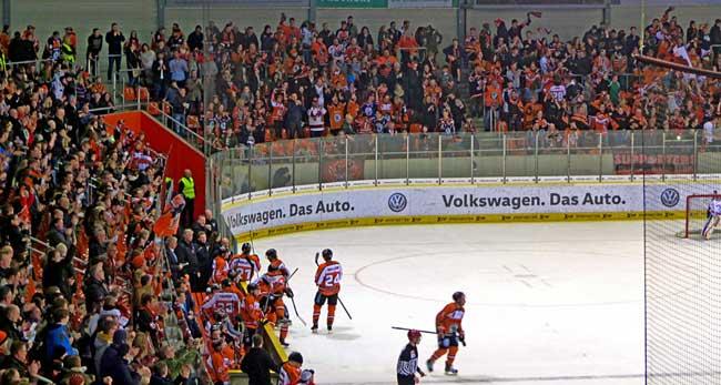 In der Höhle der Grizzlys – Wolfsburgs Eis Arena - Beitrag von Kathrin Anne Kühn für Meine Region