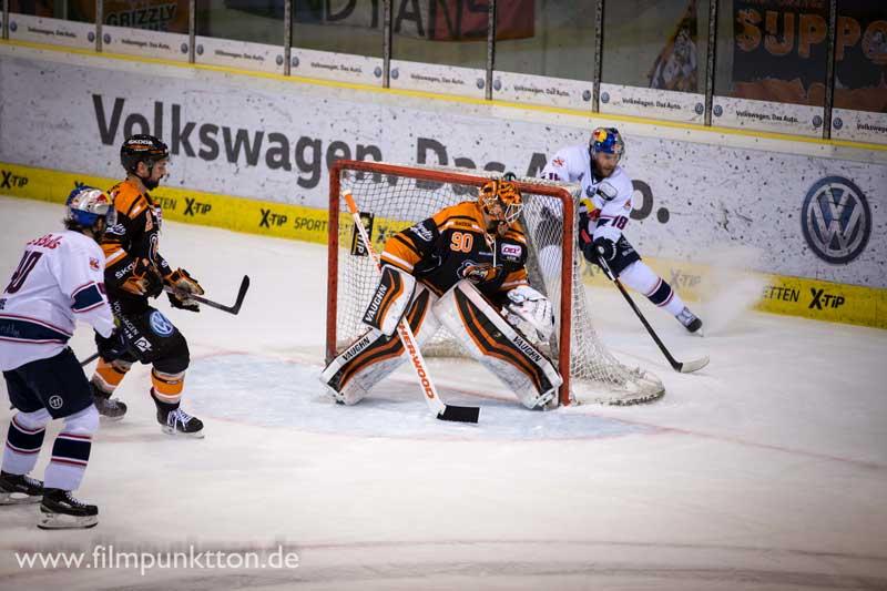 Felix Brückmann spielte eine starke Eishockey Saison bei Grizzlys Wolfsburg