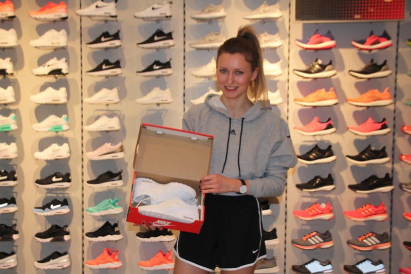 Modebloggerin Livia Auer shoppt bei Runners Point und Sidestep in City-Galerie Wolfsburg