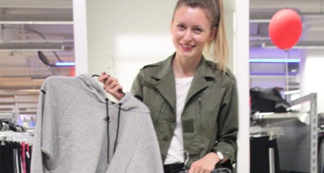 Livia Auer shoppt in City-Galerie Wolfsburg