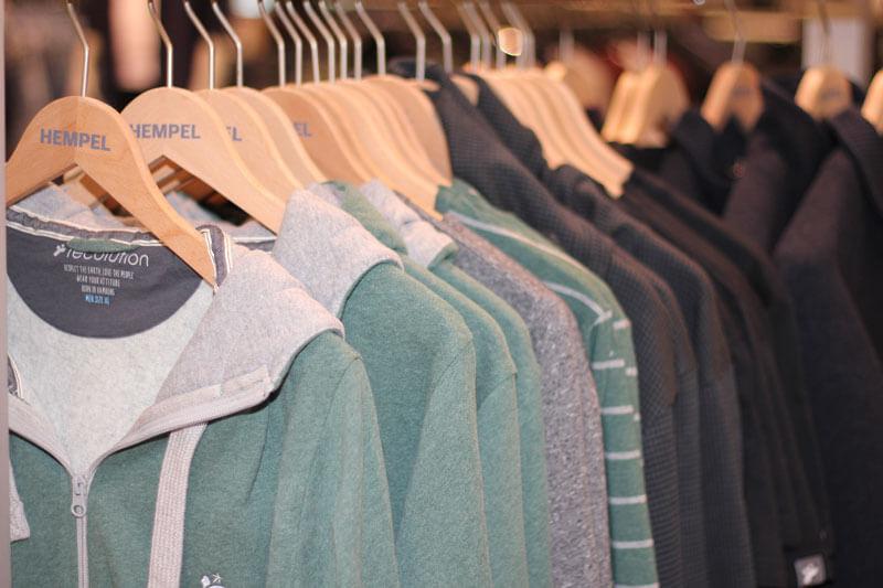 Modehaus Hempel spricht Kunden in Wolfsburg und Region mit einer großen Auswahl zeitgemäßer, nachhaltiger Modemarken und Businessbekleidung an