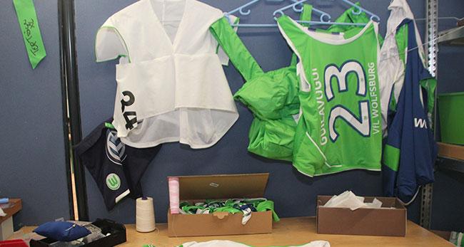 """Alte Sportkleidung nachhaltig und bewusst wiederverwendet ergibt die Upcycling-Kollektion """"Wölfe RE//Designed"""""""