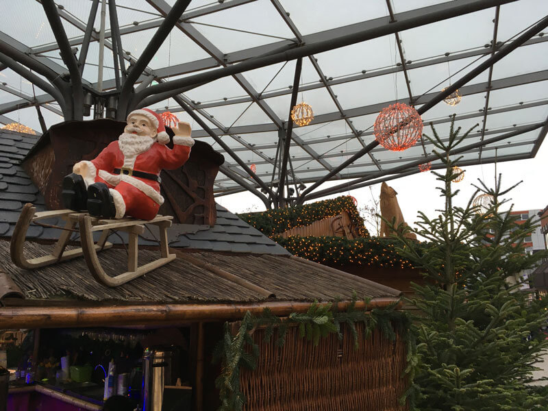Die Wolfsburg Wirtschaft und Marketing GmbH (WMG) ist mit einer Neuentwicklung bestrebt, den Wolfsburger Weihnachtsmarkt ökologischer zu gestalten.