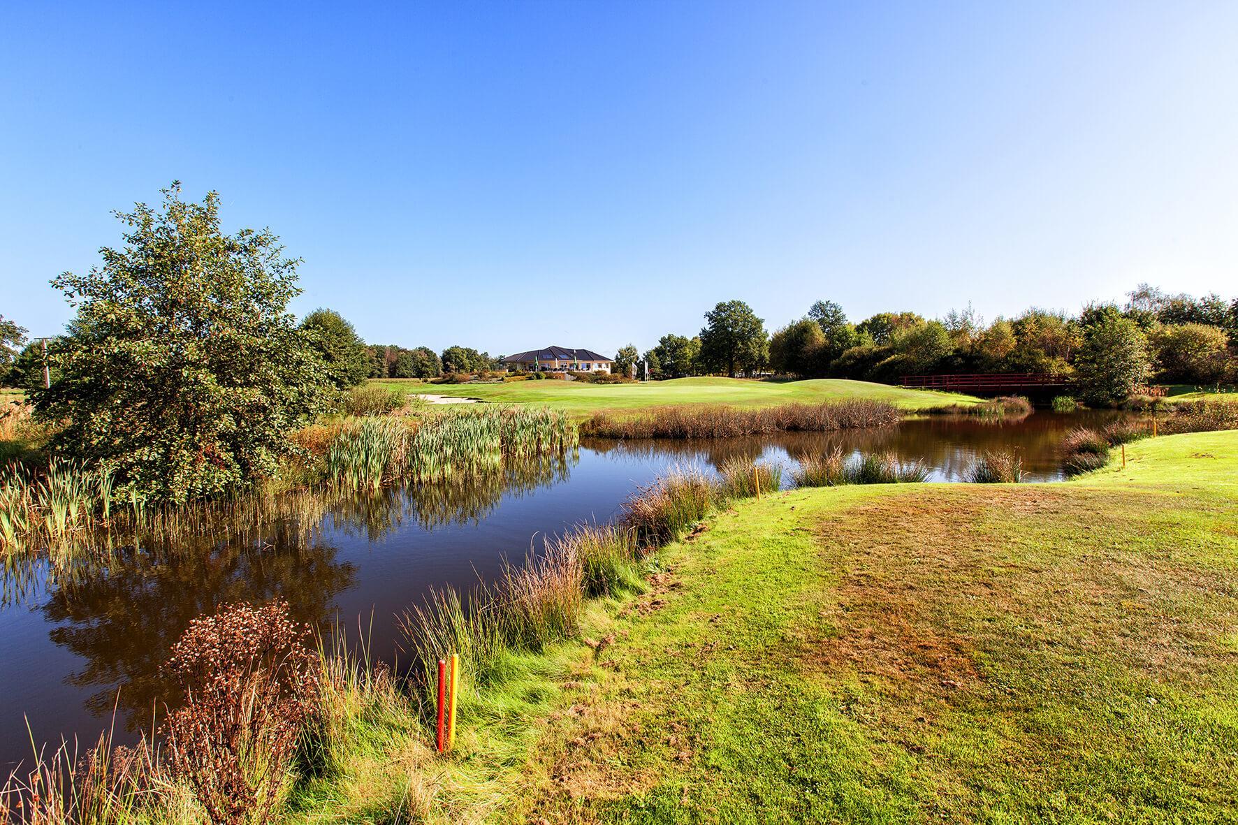 Wasser auf dem Golfplatz
