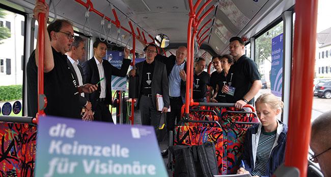 digitale mutterboden agentur Presstermin im Bus