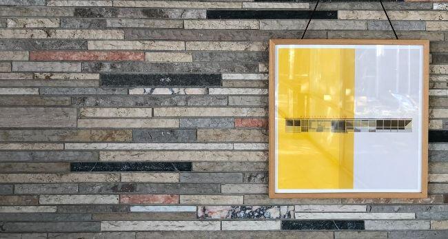Billen-Bild an der Marmorwand / Foto: FLOW WOLF
