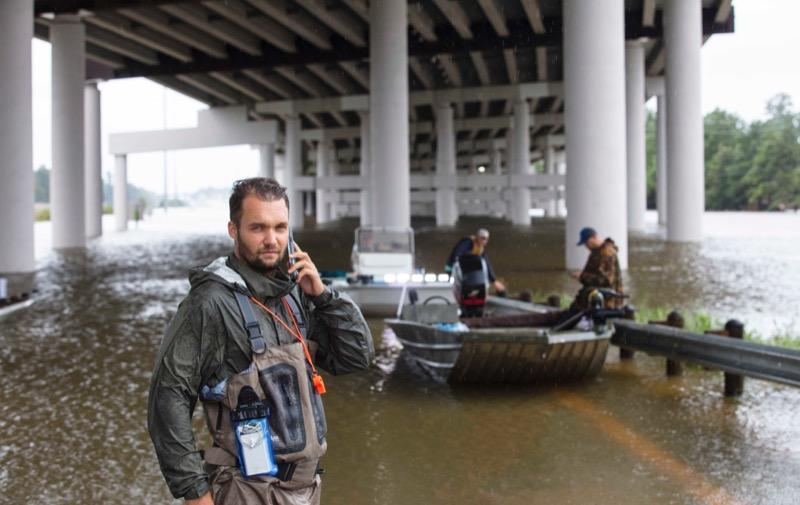 Für die BILD berichtete er vor Ort in Houston. / Foto: Michael Manske