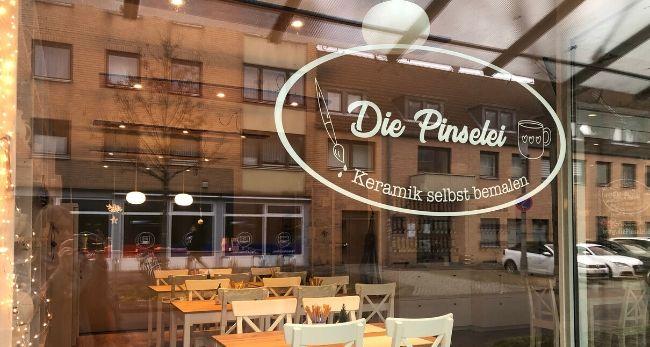 """Imke Bendehalt hat sich mit der """"Pinselei"""" einen Lebenstraum erfüllt. /Foto:FLOWWOLF"""