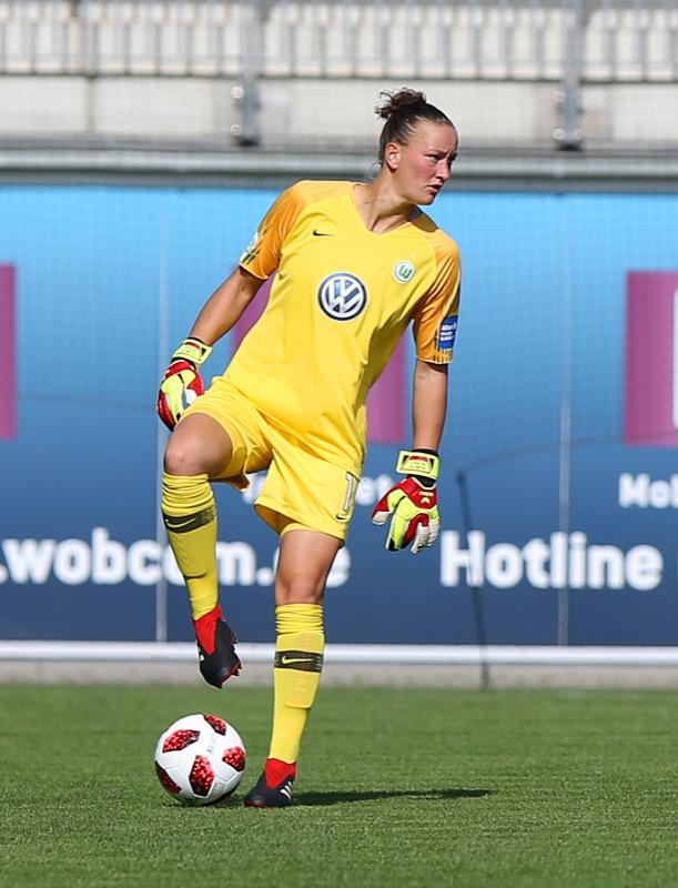 Almuth Schulz mit Fußball