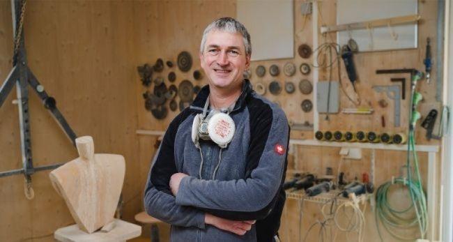Rainer Scheer ist ausgebildeter Bildhauer. /Foto: Thomas Koschel