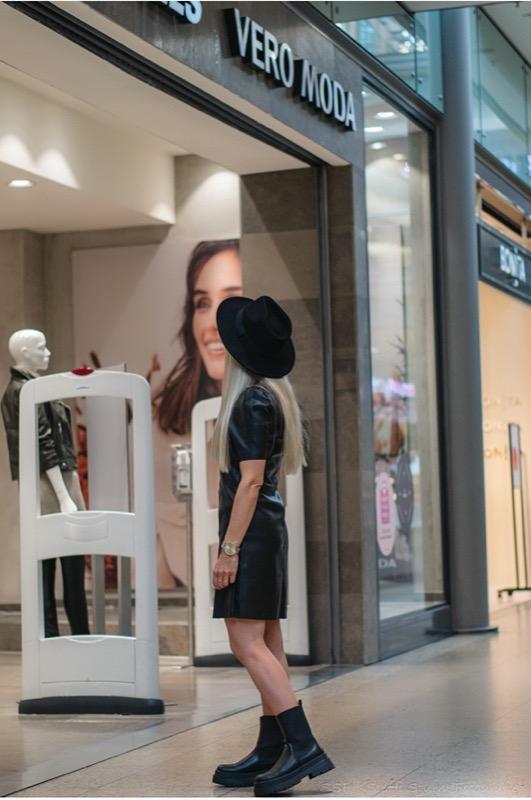 Katrin Haudel im Lederkleid für den Modeblog aus der City Galerie Wolfsburg