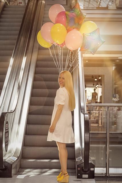 Ballons Frau City Galerie
